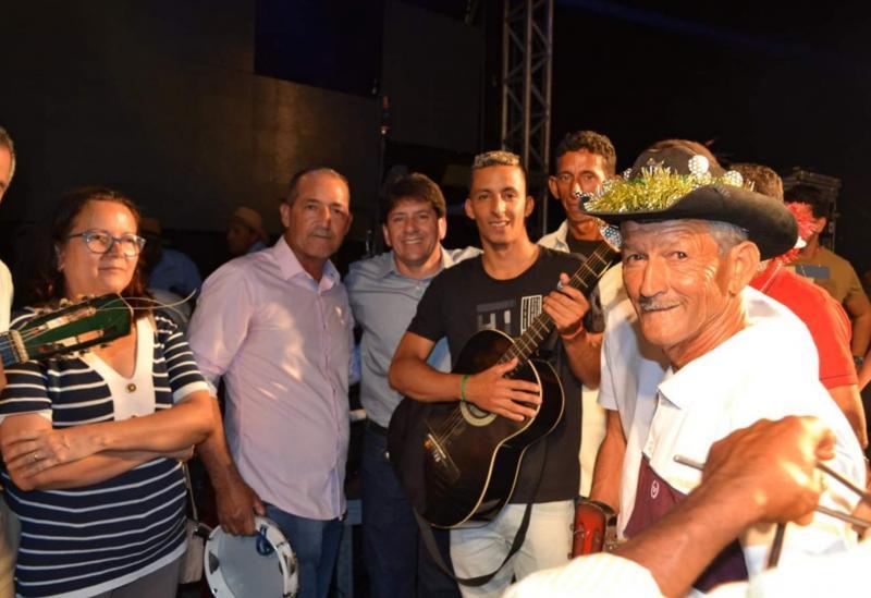 Mantendo a tradição, festival de Terno de Reis é realizado com sucesso em Aracatu