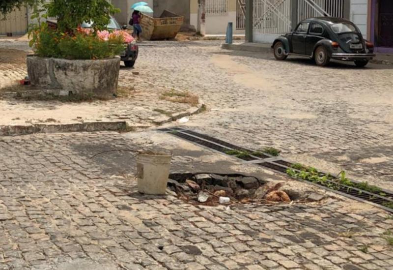 Brumado: buraco meio a Rua Monteiro Lobato tem causado transtornos aos moradores