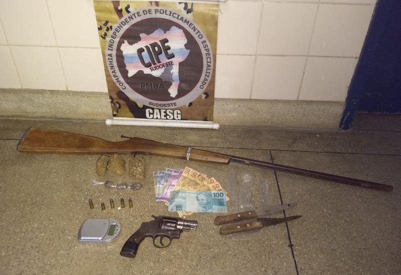 Homem é detido em Barra da Estiva acusado de Tráfico de Entorpecentes e Porte/Posse Ilegal de Arma de Fogo