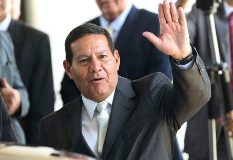Mourão se diz honrado em assumir exercício da Presidência da República