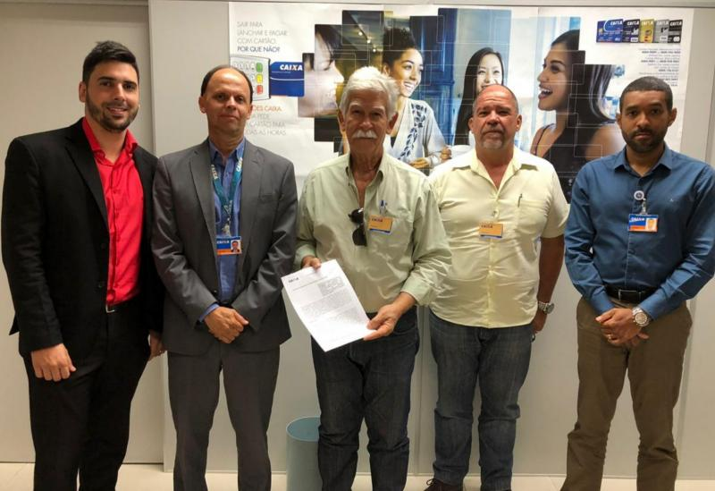 Prefeito de Brumado assina convênio com a Caixa para a construção da Quadra Poliesportiva de Cristalândia