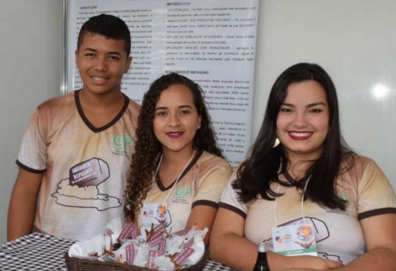 BA: Estudantes utilizam café para criar velas e sabonetes repelentes ao Aedes Aegypti