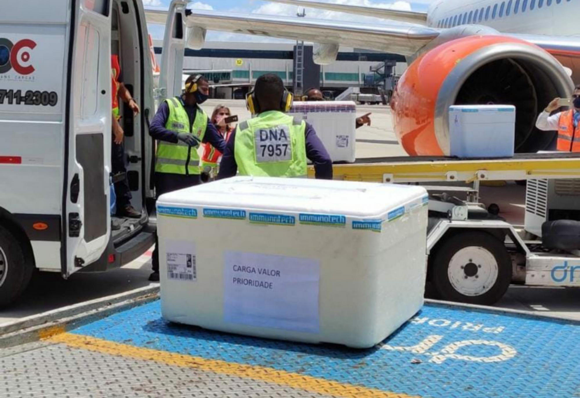 Nova remessa de vacinas contra Covid-19 chegam à Bahia