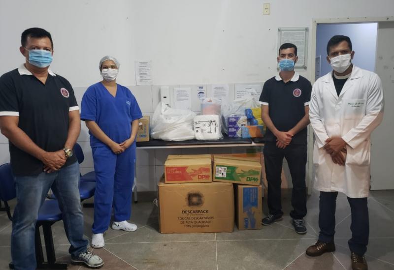 Brumado: Loja Maçônica Manoel Carvalho doa 5.000 pares de luvas e 10.000 toucas de proteção aoHMPMN