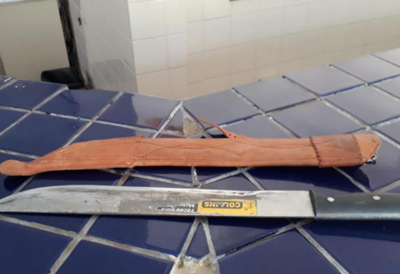 Brumado: homem é detido após ameaçar mãe e irmã com facão