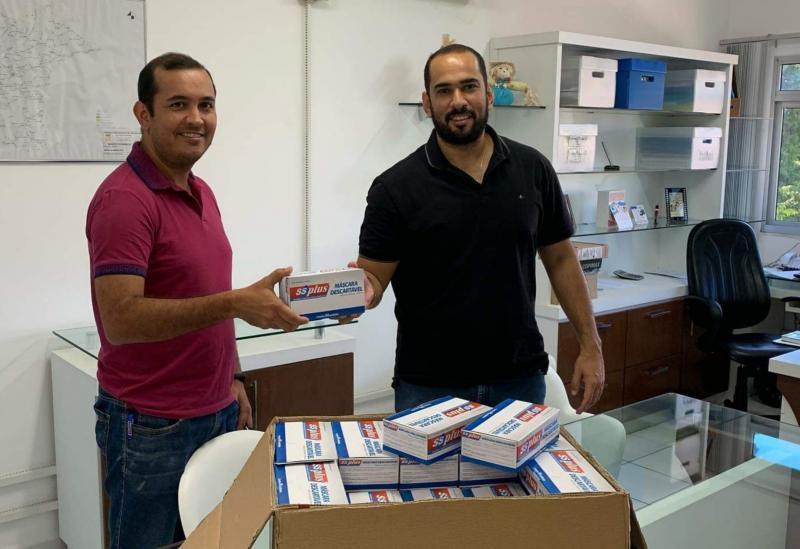 Brumado: AIBRUM doa 50 caixas de máscaras para a Secretaria Municipal de Saúde
