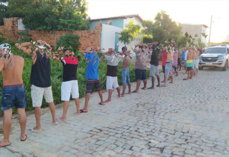Polícia Militar encerra festa com quase 30 pessoas no Bairro Malhada Branca