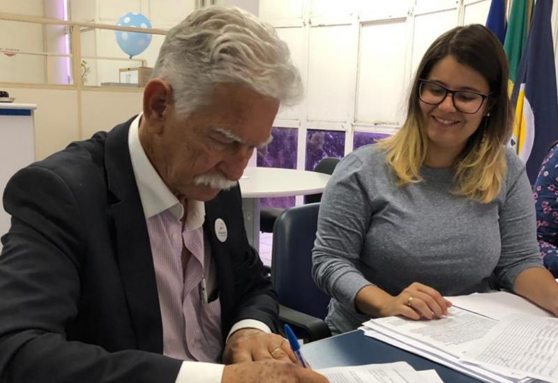 Prefeito Eduardo Vasconcelos assina Acordo de Cooperação Técnica com o INSS