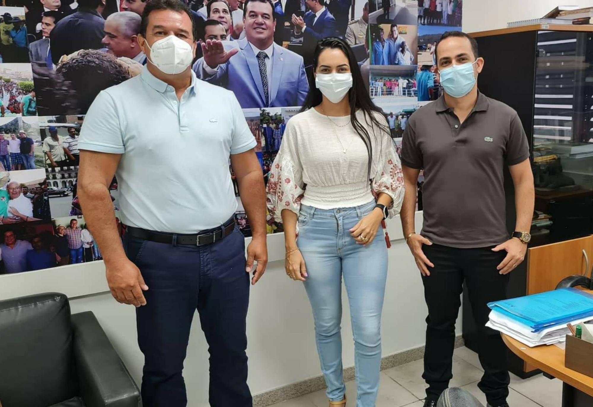Deputado Marquinho Viana recebe o prefeito de Ituaçu, Phellipe Brito, e sua esposa, Lane, vereadora em Rio de Contas