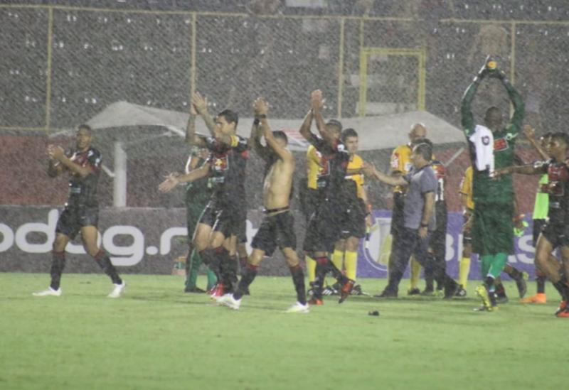 Vitória reage e de virada bate o Vila Nova (GO) conquistando seu primeiro triunfo no Brasileirão da Série B