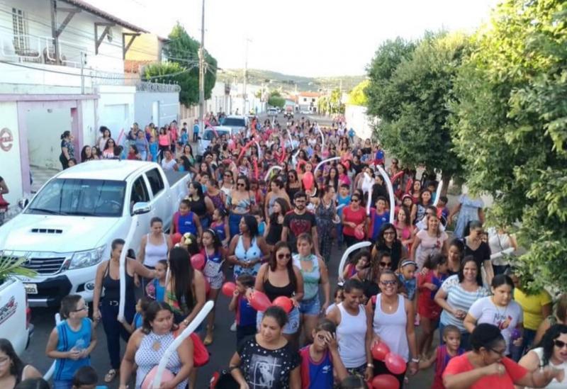 Escolas Santa Rita de Cássia e Zilda Neves realizam 'mix' de atividades em homenagem às mães