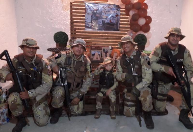 CAESG participa de aniversário em Vitória da Conquista; criança de 03 anos recebeu homenagem dos policiais