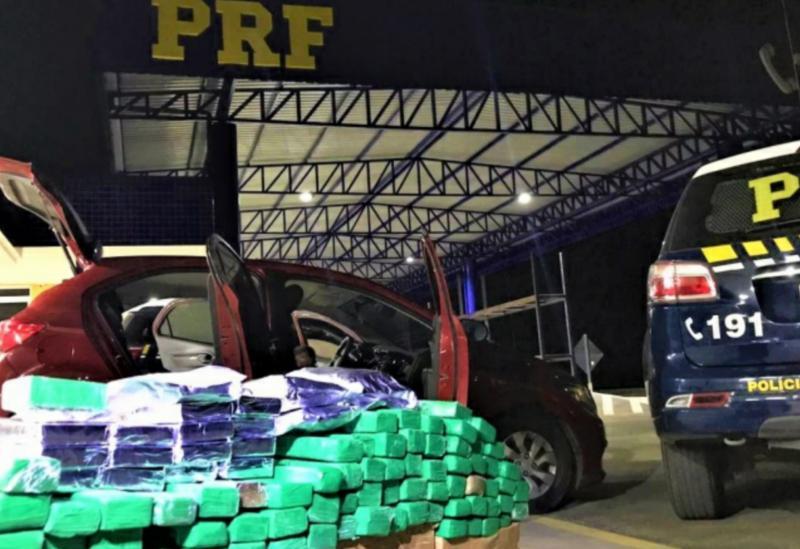 PRF apreende carro recheado de drogas em Vitória da Conquista