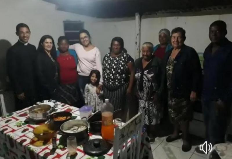Dona Lúcia participa da missa de Santo Antônio na comunidade Quilombola de Barra da Estiva