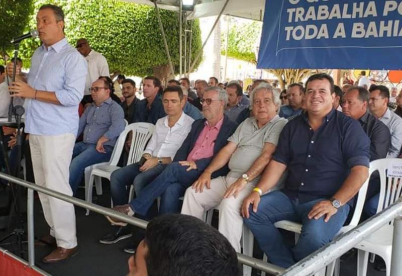 Deputado Marquinho Viana acompanha Rui Costa na inauguração de obras em Jânio Quadros
