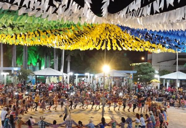 Brumado: escolas municipais deram show na praça da prefeitura