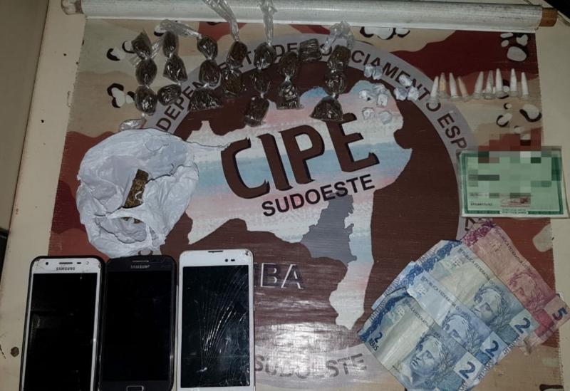Dupla é detida acusada de tráfico de drogas em Presidente Jânio Quadros