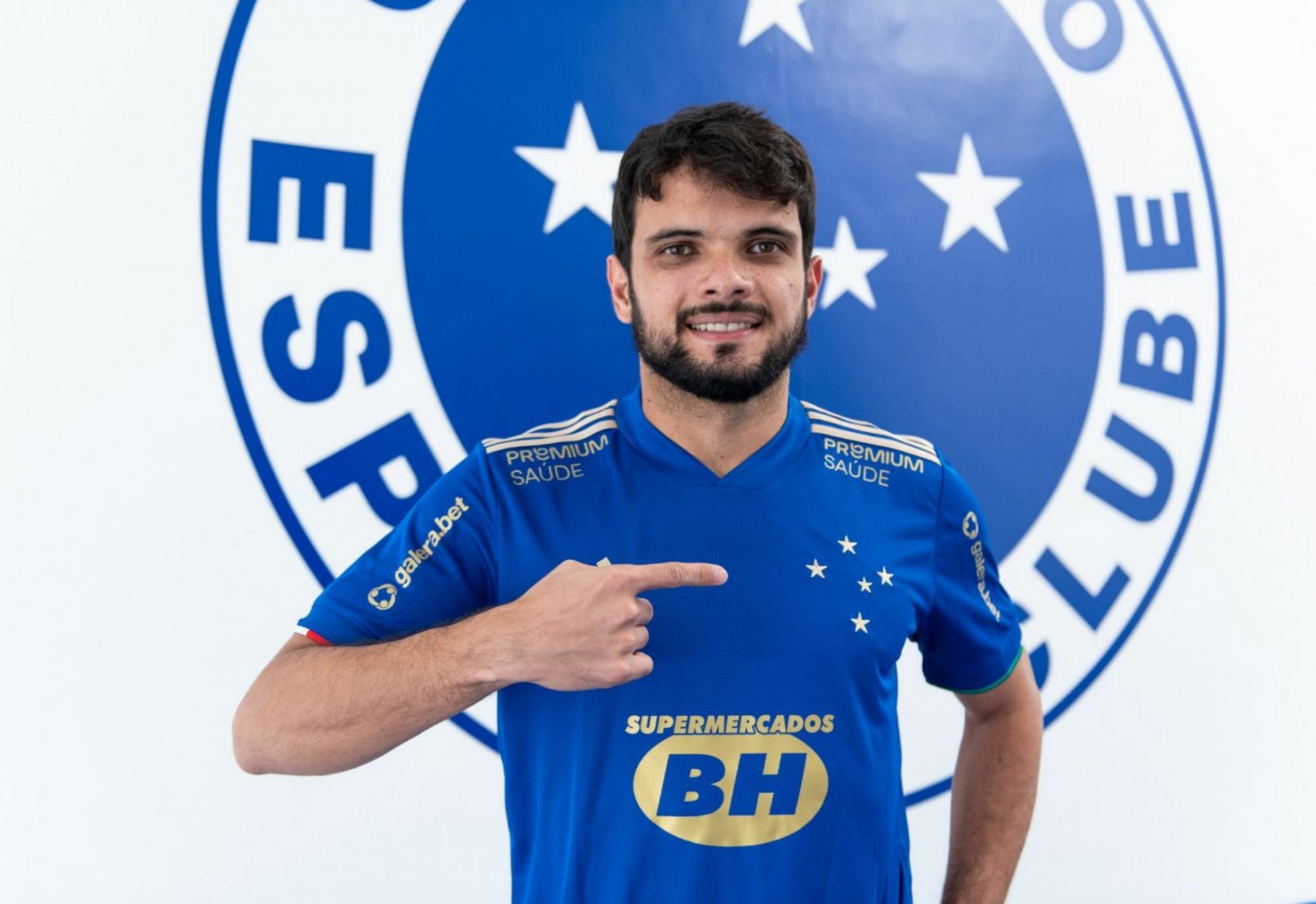 Norberto assina contrato com o Cruzeiro