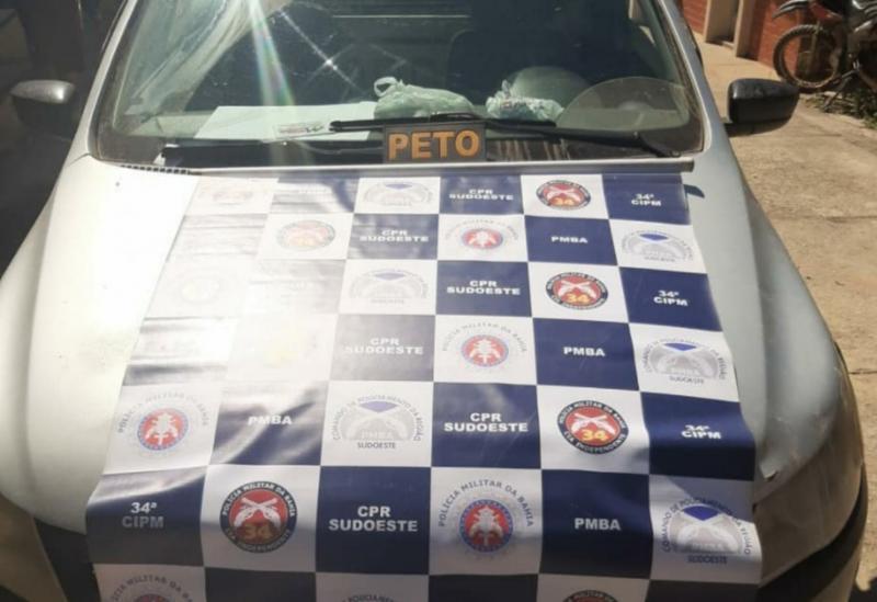 Brumado: polícia apreende carro adulterado na Av. Coronel Santos