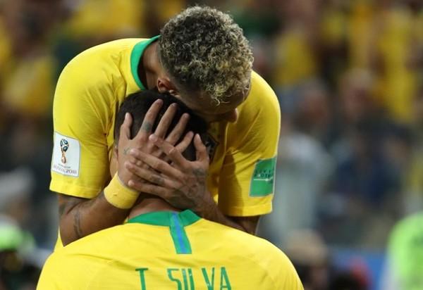 Brasil vence a Sérvia por 2 x 0 e garante 1º lugar do Grupo E