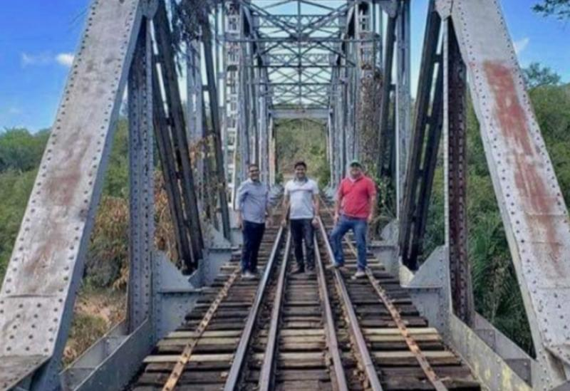 Deputado Marquinho Viana visita sítio histórico no Rio Sincorá