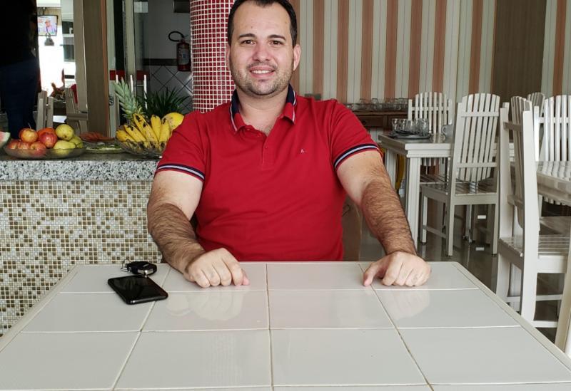 Representando o deputado federal João Roma, o assessor parlamentar Stênio Donato fala sobre o mandato do parlamentar e benefícios para os municípios da região