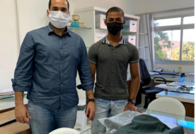 Jovem morador da zona rural doa fardas para as equipes de saúde que atuam no Hospital Municipal de Brumado