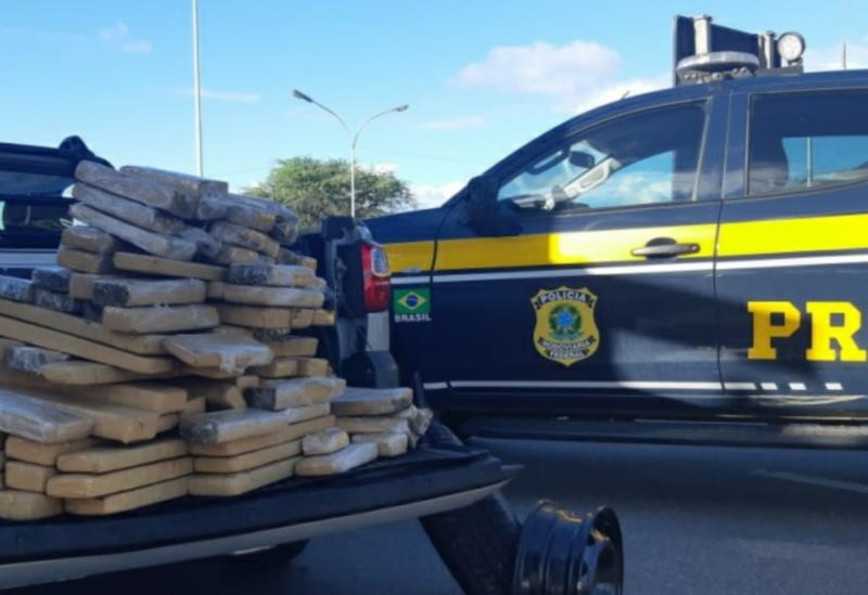Em Jequié (BA), PRF apreende mais de 100 Kg de maconha escondidos em compartimento oculto de caminhonete locada