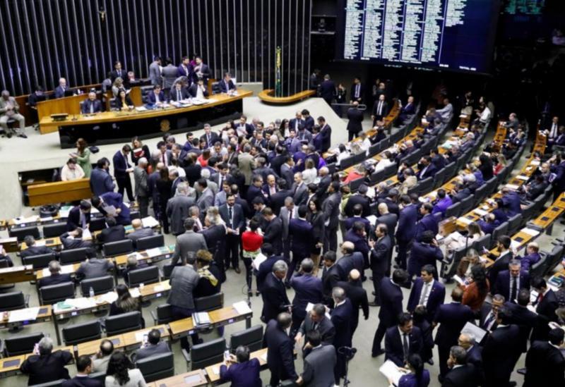 Câmara aprova regras favoráveis a policiais e pensão menor que mínimo na reforma da Previdência