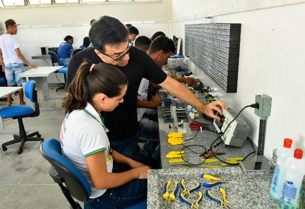 Prorrogadas as inscrições para 9 mil vagas em cursos técnicos de nível médio na rede estadual