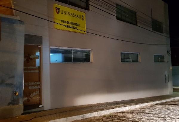 Brumado: bandidos armados assaltam estudantes em cursinho pré-vestibular; celulares foram roubados