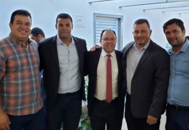 Deputado Marquinho Viana participa do ato de assinatura do decreto que regulamenta reconhecimento de terras devolutas