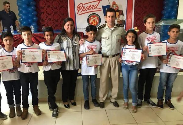 Foi realizada em Aracatu a formatura do Programa Educacional de Resistência às Drogas e a Violência (PROERD)