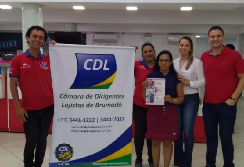 Brumadense contemplada com um vale-compras no valor de R$ 2.000,00 no Liquida Bahia recebeu prêmio nesta sexta (15)