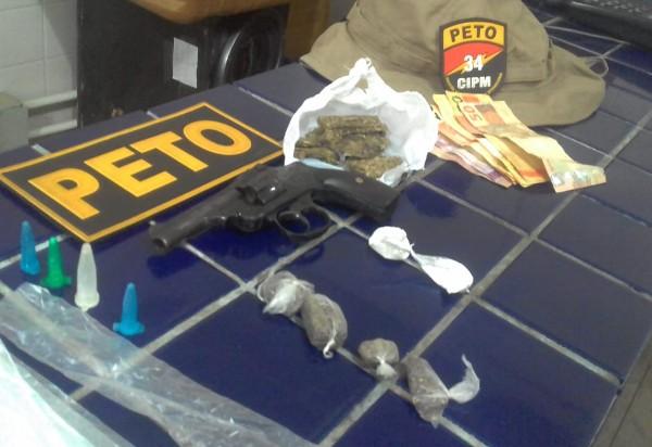 PETO apreende arma e drogas em Barra da Estiva