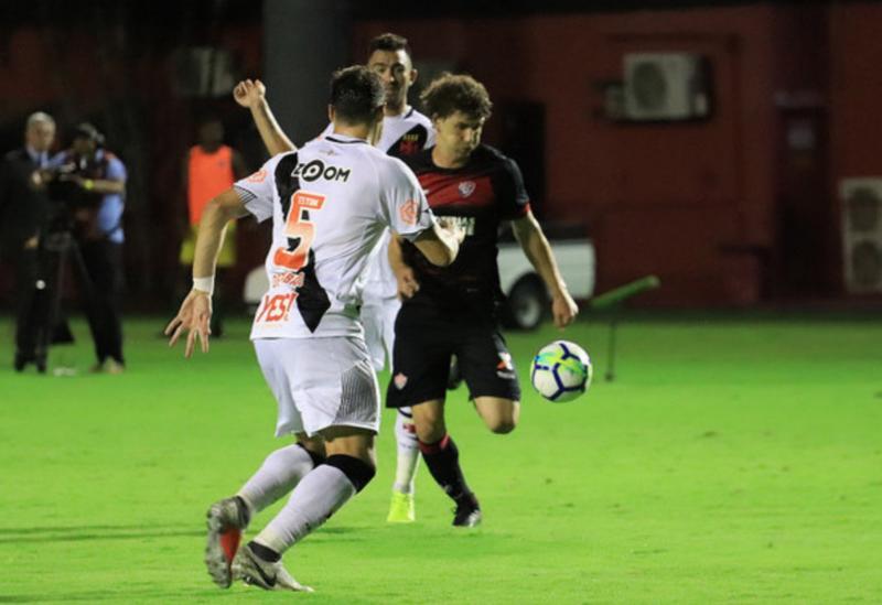 Vitória bate o Vasco pelo Brasileirão e mantém invencibilidade no Barradão no segundo turno