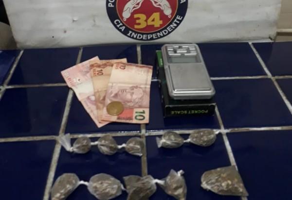 Brumado: polícia apreende droga e detém homem acusado de gerenciar tráfico de drogas na região da Rua Virgílio Ataíde