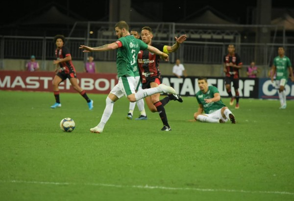 Vitória perde para o Guarani na Arena Fonte Nova