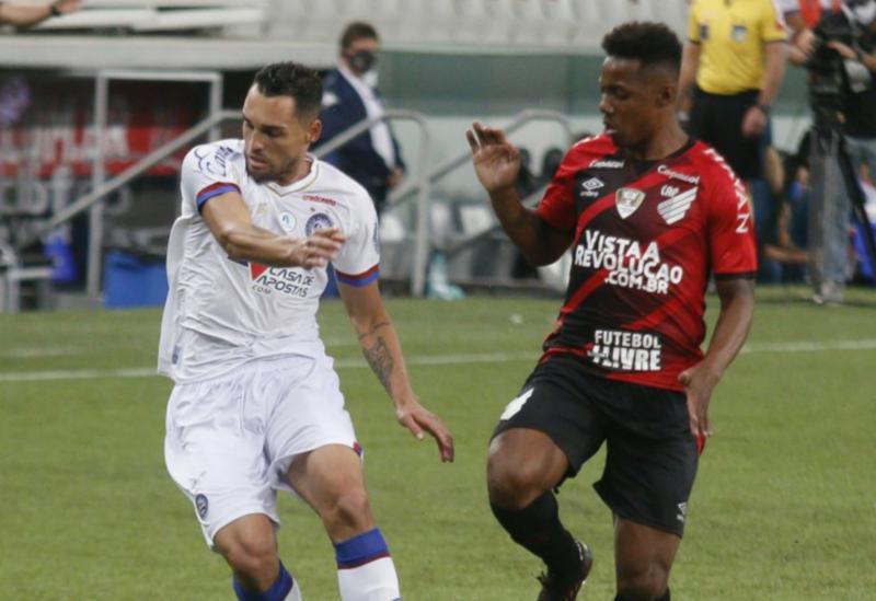 Athletico vence o Bahia e sobe na tabela do Brasileirão