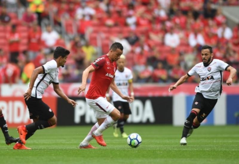 Em jogo com erro de arbitragem, Vitória luta, mas perde para o Inter, no Beira-Rio