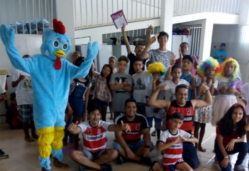 Brumado: torcidaFlaBrumadoentregou brinquedos ao Centro Espírita Viveiro da Luz