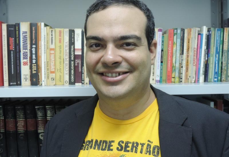 Brumado: Paulo Esdras lança livro na Amazon e concorre ao Prêmio Kindle 2018
