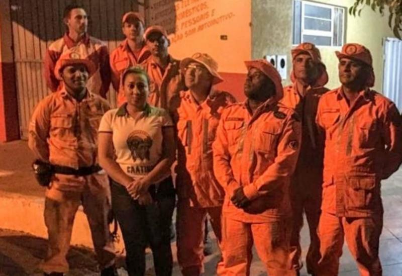 Equipe do Corpo de Bombeiros chega a Paramirim para combater incêndio florestal