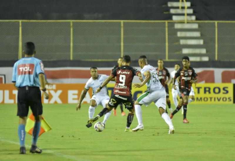 Vitória cede empate no Barradão e permanece na 13ª colocação