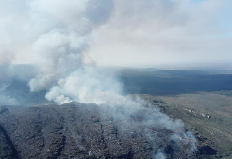 Incêndio destrói área equivalente a quase 3 mil campos de futebol no Parque Nacional da Chapada Diamantina; fogo foi controlado
