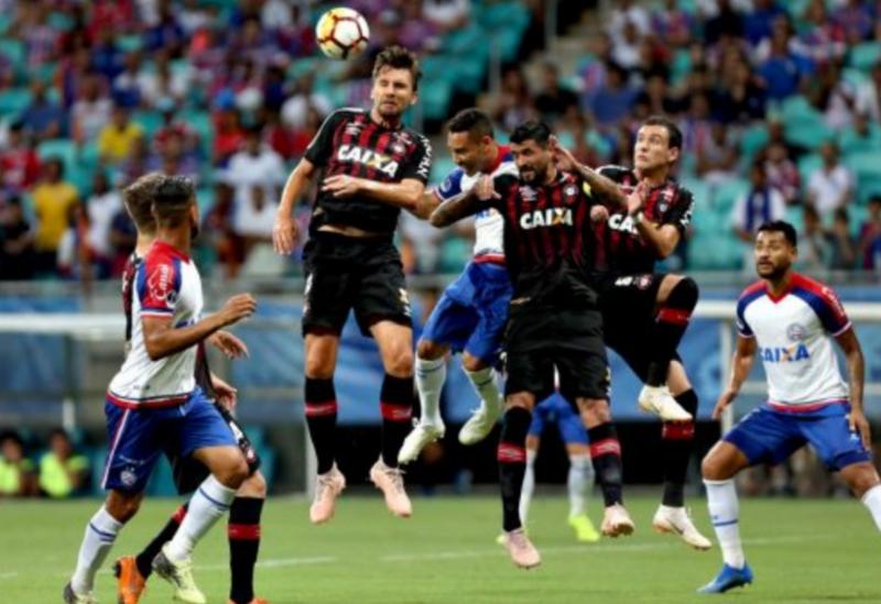 Com dois gols anulados pelo VAR, Bahia perde para o Furacão