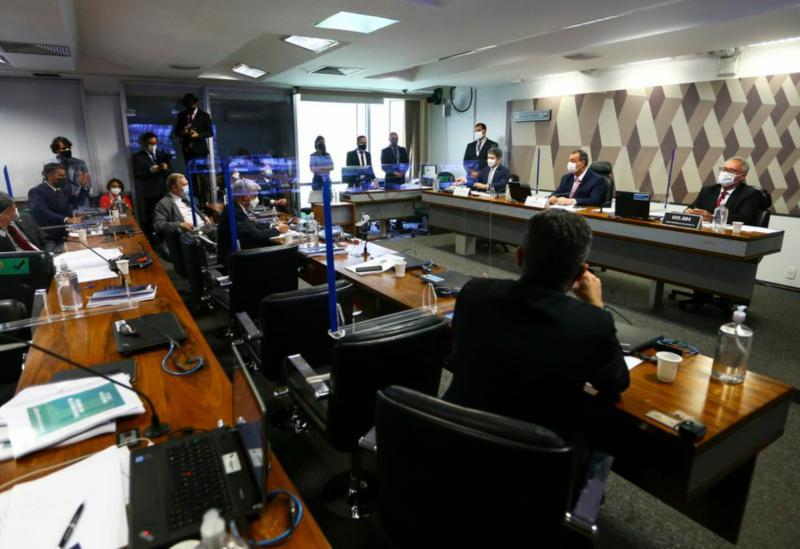 Senado: CPI da Covid aprova relatório, que atribui 9 crimes a Bolsonaro