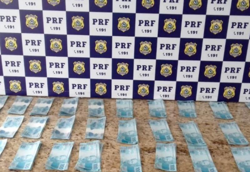 Homem com 30 mil em notas falsas é preso pela PRF em Vitória da Conquista