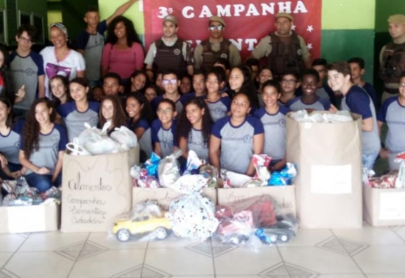 Ituaçu: Polícia Militar realizou a entrega de brinquedos e alimentos arrecadados pela ação 'Projeto Sementes Cidadãs'
