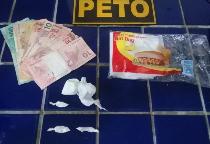 Brumado: Jovens e proprietária de bar na Vila Presidente Vargas são conduzidos à delegacia após apreensão de droga